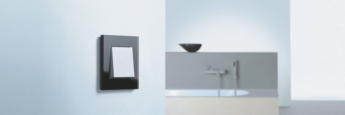 Gira Esprit Glas switsch in the bathroom.