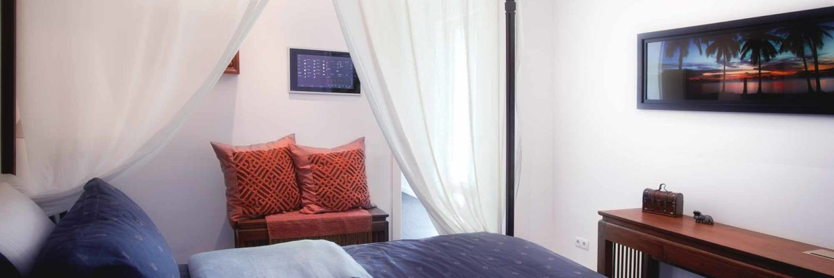 Asia style smart home: Bedroom contains a Gira Control Client 19