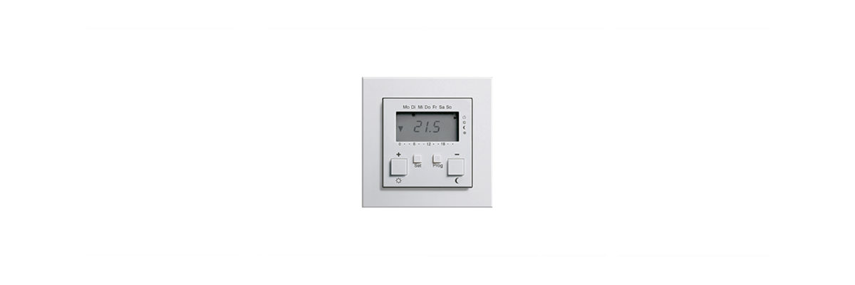 Heating in Winter: Gira room temperature controller with clock and cooling function