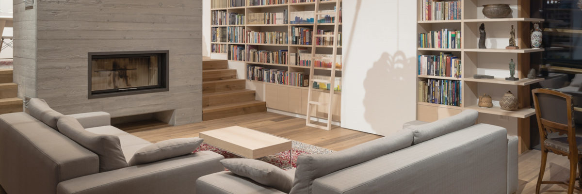 Smart Home: The couple can relax in the living room, while reading books