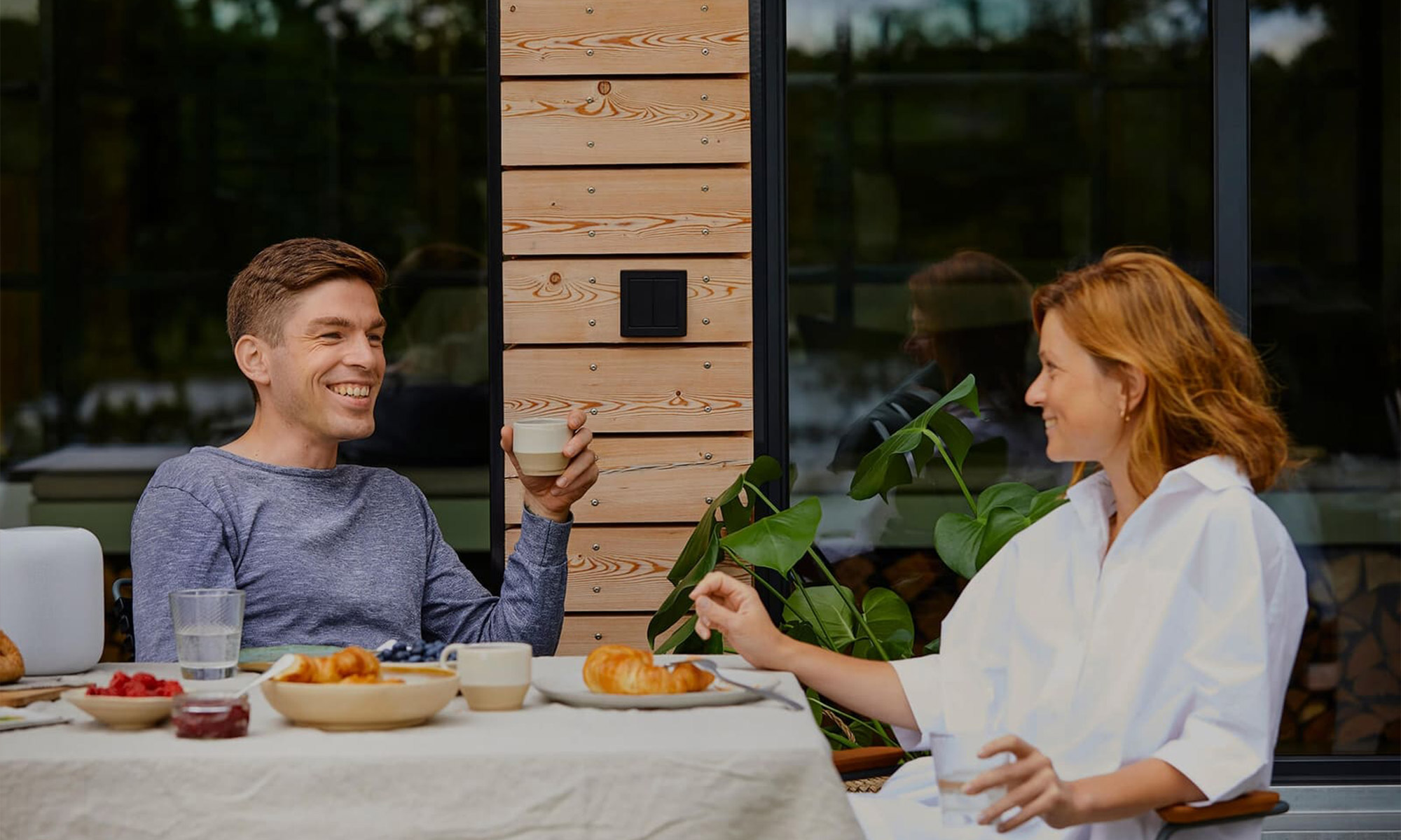 outdoor brunch with friends outdoor switch