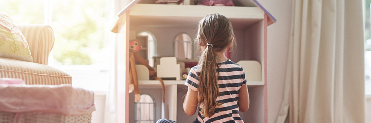 children's bedroom furniture - girl with a doll's house
